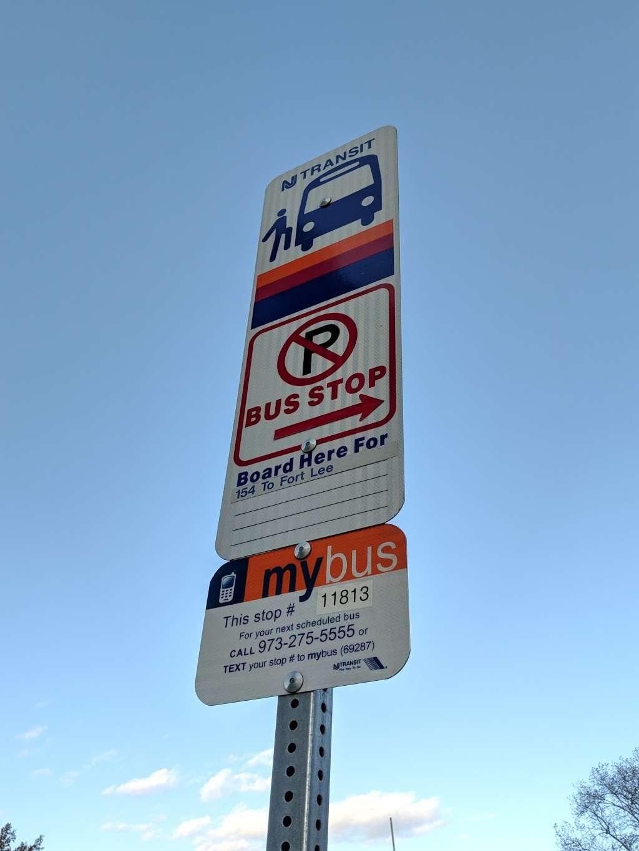 Bergen Blvd at Park Ave - bus station  | Photo 1 of 1 | Address: Fairview, NJ 07022, USA
