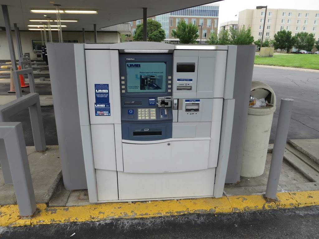 UMB Bank (with drive-thru services) - bank  | Photo 2 of 7 | Address: 401 N Bluff Rd, Collinsville, IL 62234, USA | Phone: (618) 346-1499