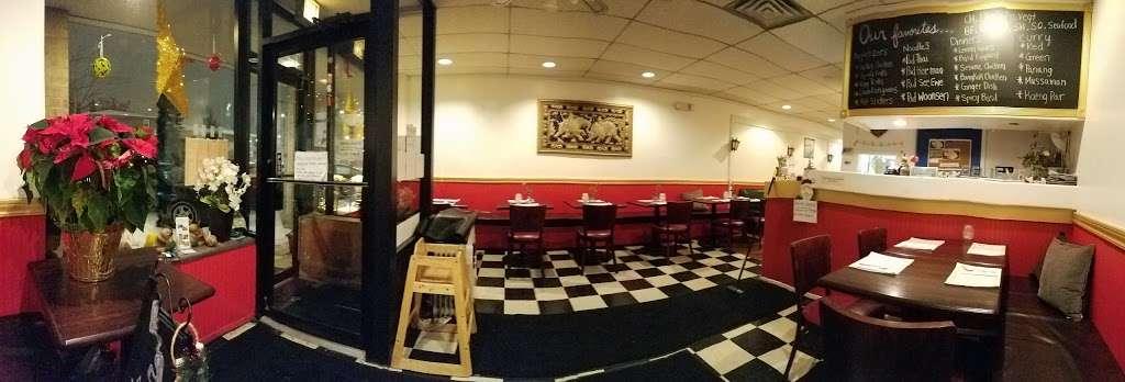 Yum Thai - restaurant  | Photo 3 of 10 | Address: 7748 Madison St, Forest Park, IL 60130, USA | Phone: (708) 366-8888
