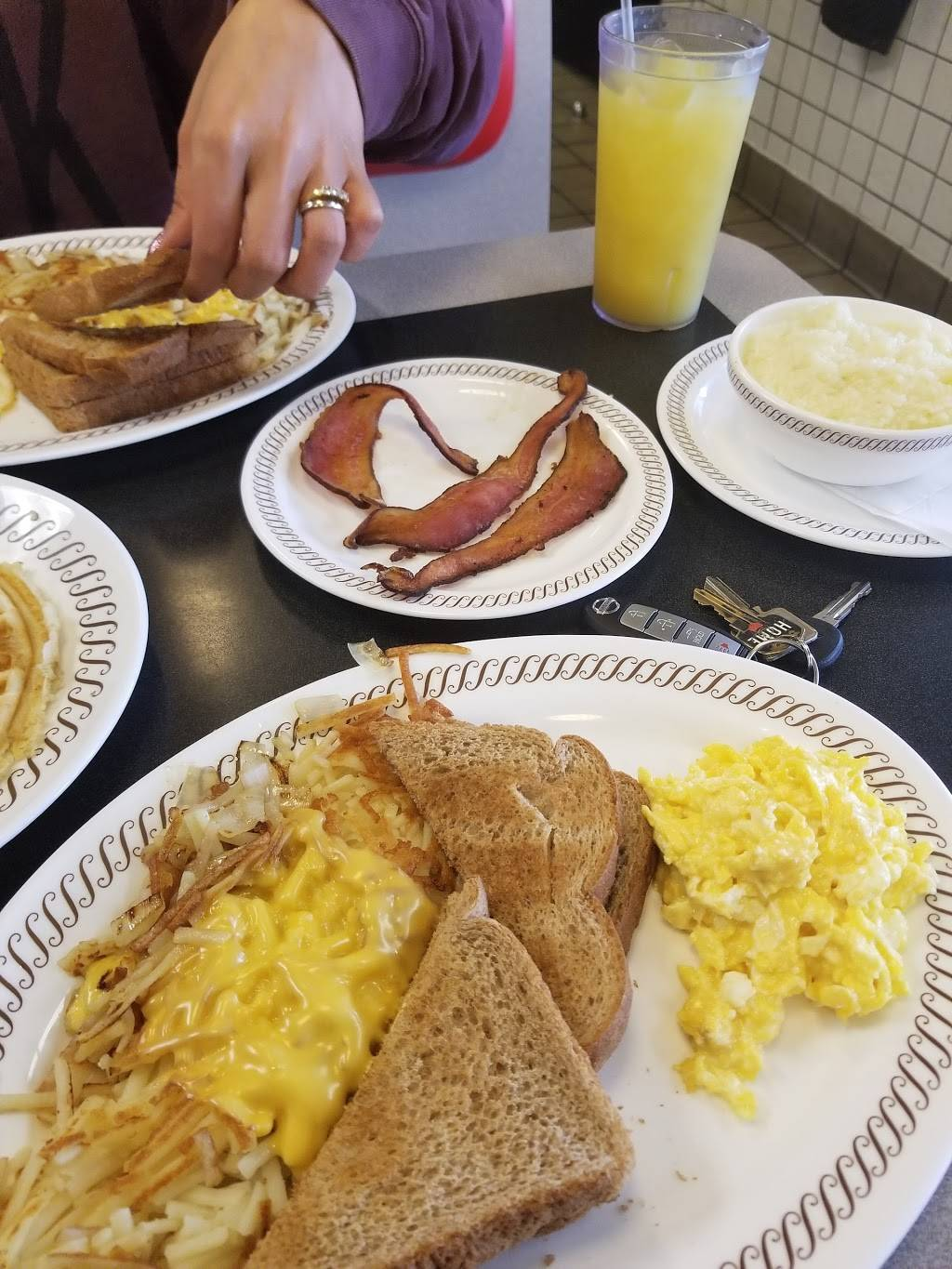Waffle House - meal takeaway  | Photo 3 of 10 | Address: 3154 Telegraph Rd, St. Louis, MO 63125, USA | Phone: (314) 487-0212