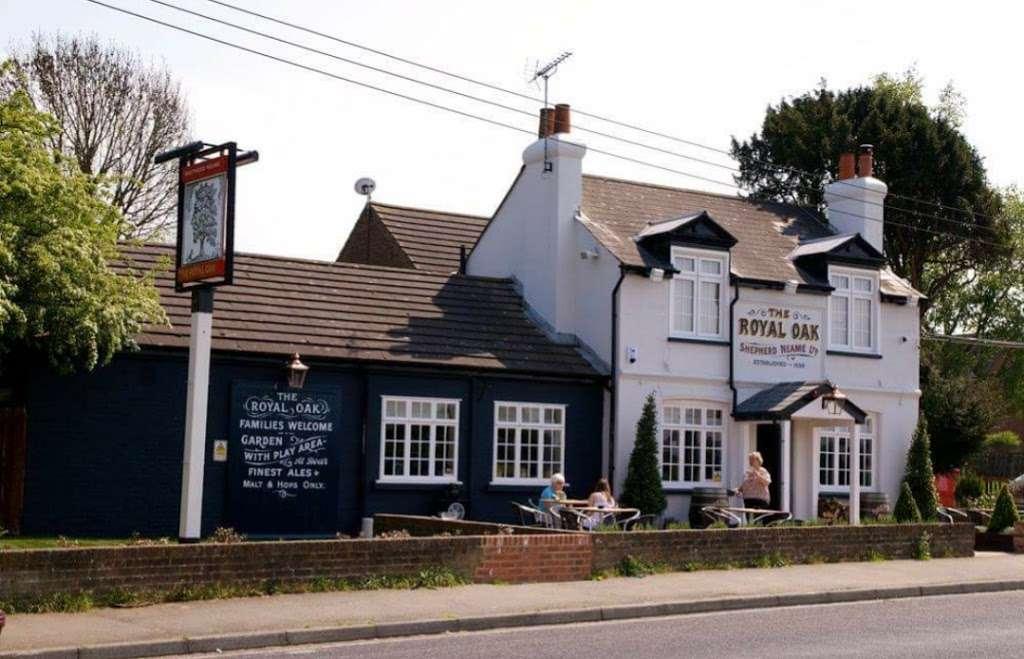 The Royal Oak - restaurant  | Photo 2 of 4 | Address: Chapel Wood Rd, New Ash Green, Longfield DA3 8EZ, UK | Phone: 01474 871588