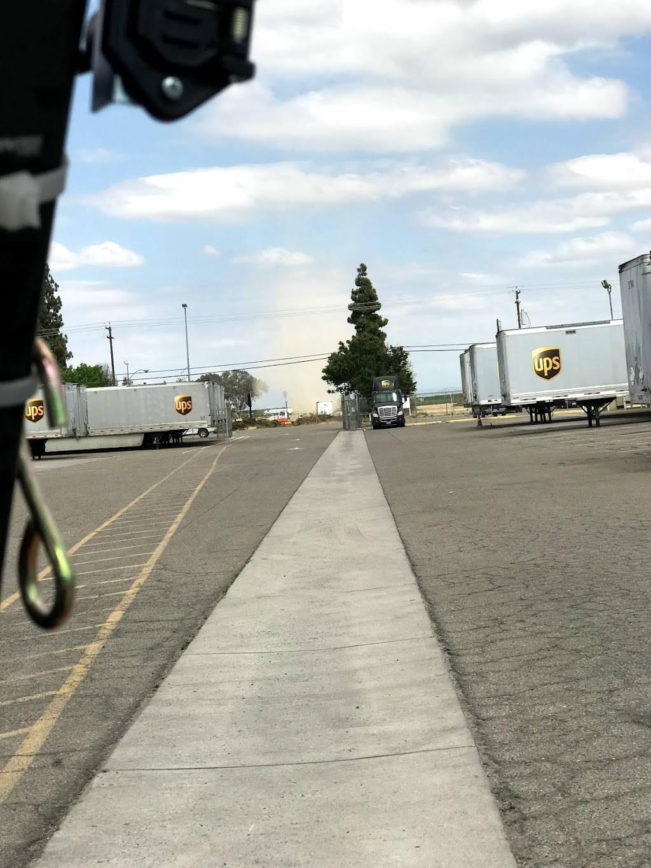 UPS Freight - moving company  | Photo 2 of 2 | Address: 4587 S Chestnut Ave, Fresno, CA 93725, USA | Phone: (559) 445-9010