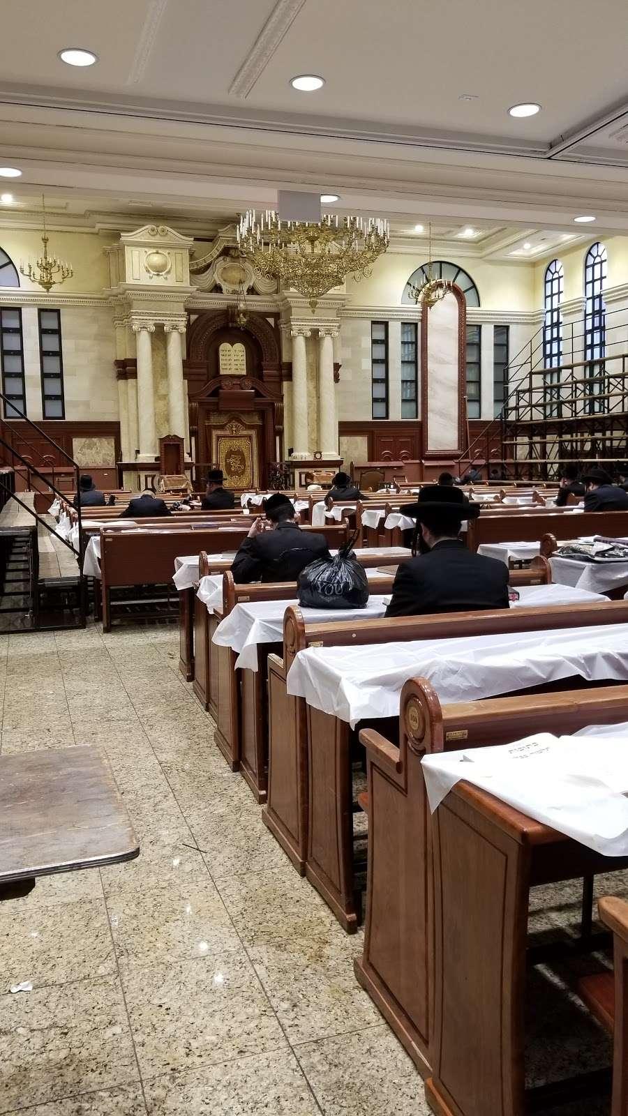 Congregation Khal Toras Chaim Viznitz Shul - synagogue    Photo 1 of 4   Address: 6 Lee Ave, Brooklyn, NY 11211, USA