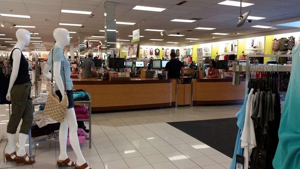 Kohls Secaucus - department store  | Photo 10 of 10 | Address: 3 Mill Creek Dr, Secaucus, NJ 07094, USA | Phone: (201) 553-9143