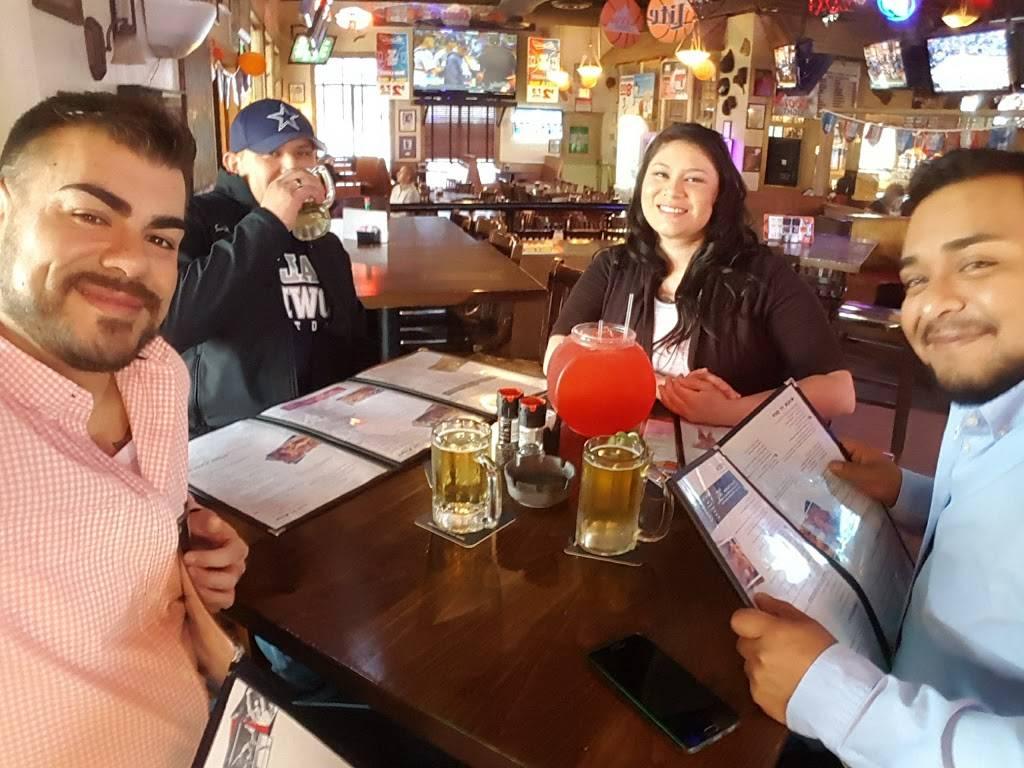 Cujos Sports Bar & Grill - restaurant    Photo 3 of 8   Address: 5811 4th St, Lubbock, TX 79416, USA   Phone: (806) 791-2622