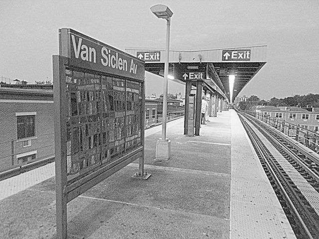 Van Siclen Av - subway station  | Photo 4 of 10 | Address: Brooklyn, NY 11207, USA