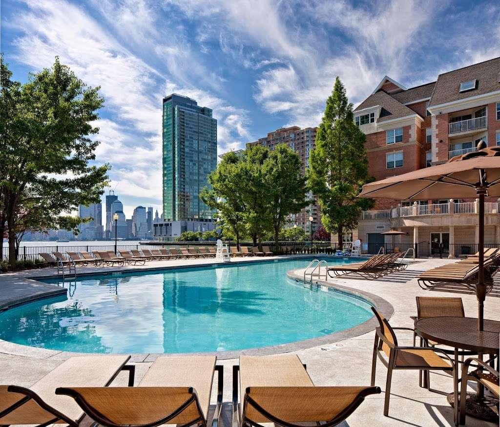 Avalon Cove - real estate agency    Photo 8 of 10   Address: 444 Washington Blvd, Jersey City, NJ 07310, USA   Phone: (201) 492-9196