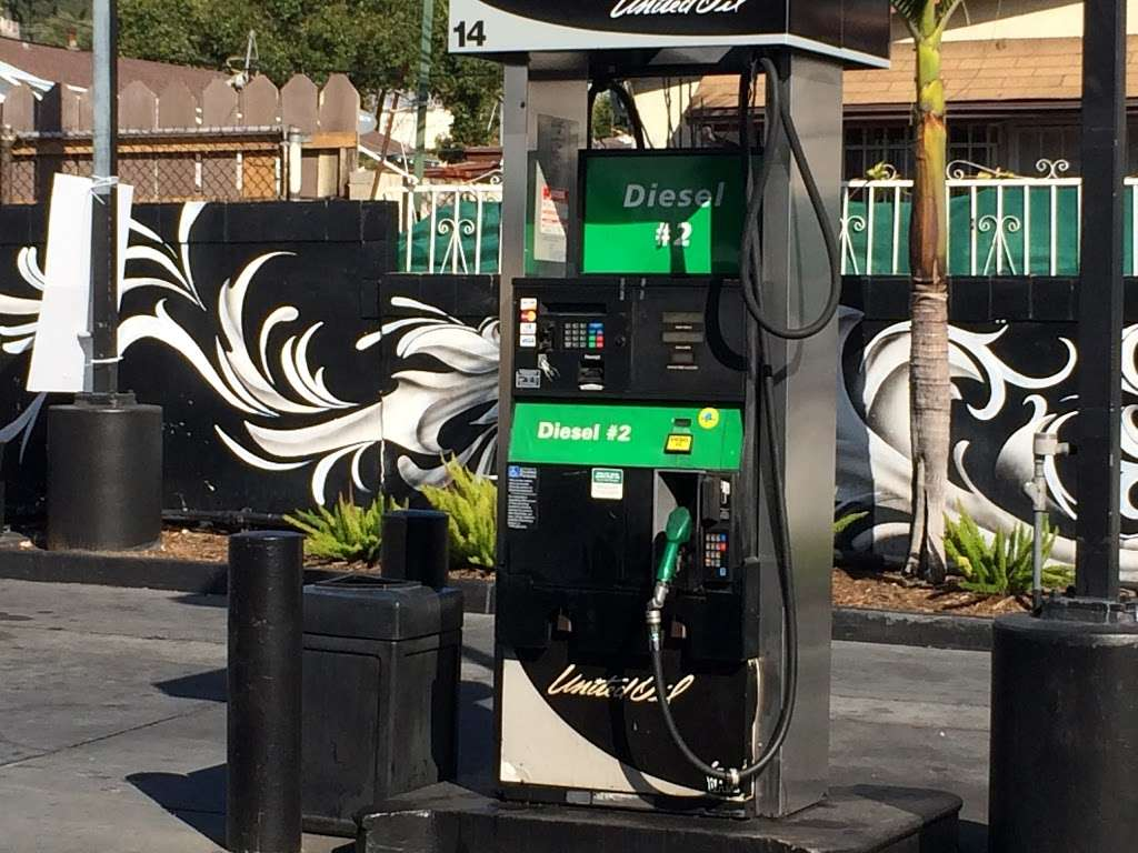 United Oil - gas station  | Photo 4 of 10 | Address: 705 N Eastern Ave, Los Angeles, CA 90063, USA | Phone: (800) 429-0702
