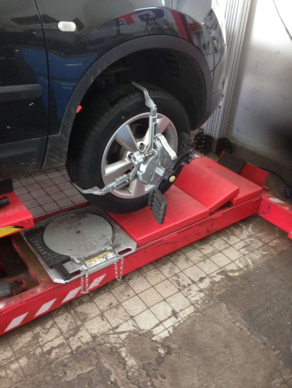 Tubbys Tyres - car repair  | Photo 9 of 10 | Address: Copthorne Rd, Copthorne, Crawley RH10 3PD, UK | Phone: 01293 769776