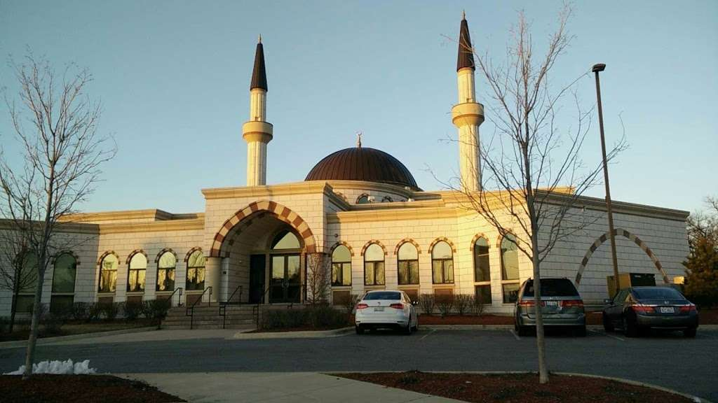 Masjid Darussalam - mosque  | Photo 4 of 10 | Address: 21W525 North Ave, Lombard, IL 60148, USA | Phone: (630) 360-2373