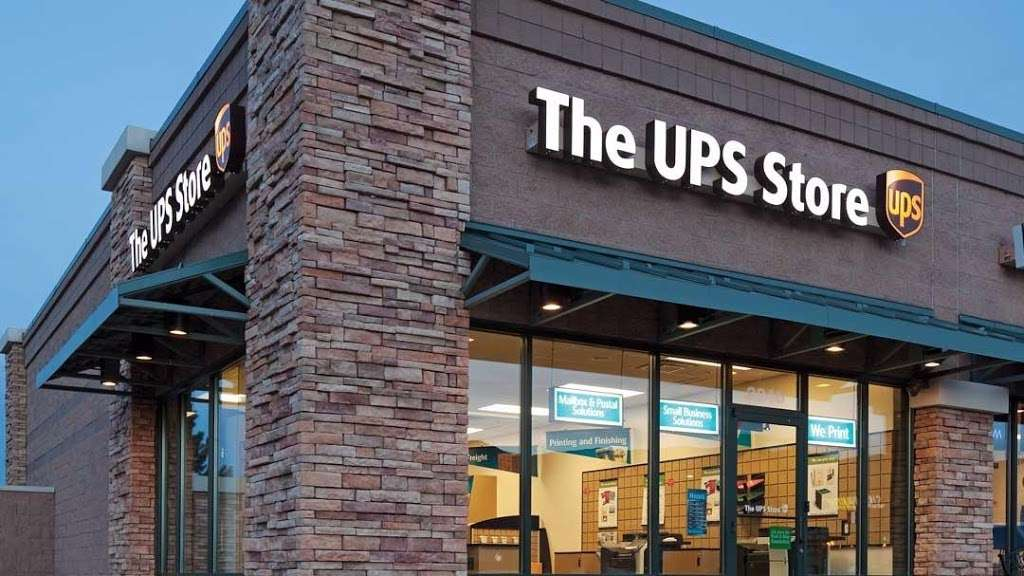 The UPS Store - store  | Photo 1 of 10 | Address: 725 River Rd Ste 32, Edgewater, NJ 07020, USA | Phone: (201) 941-2165