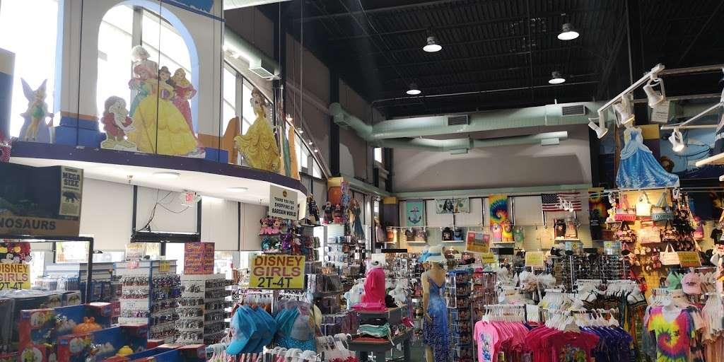 Bargain World Lake Buena Vista - clothing store    Photo 3 of 10   Address: 12236 S Apopka Vineland Rd, Orlando, FL 32836, USA   Phone: (407) 239-4100