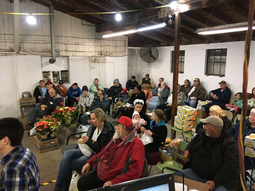 Stover's Produce Auction LLC - store  | Photo 1 of 8 | Address: 705 Graystone Rd, Manheim, PA 17545, USA | Phone: (717) 898-0666