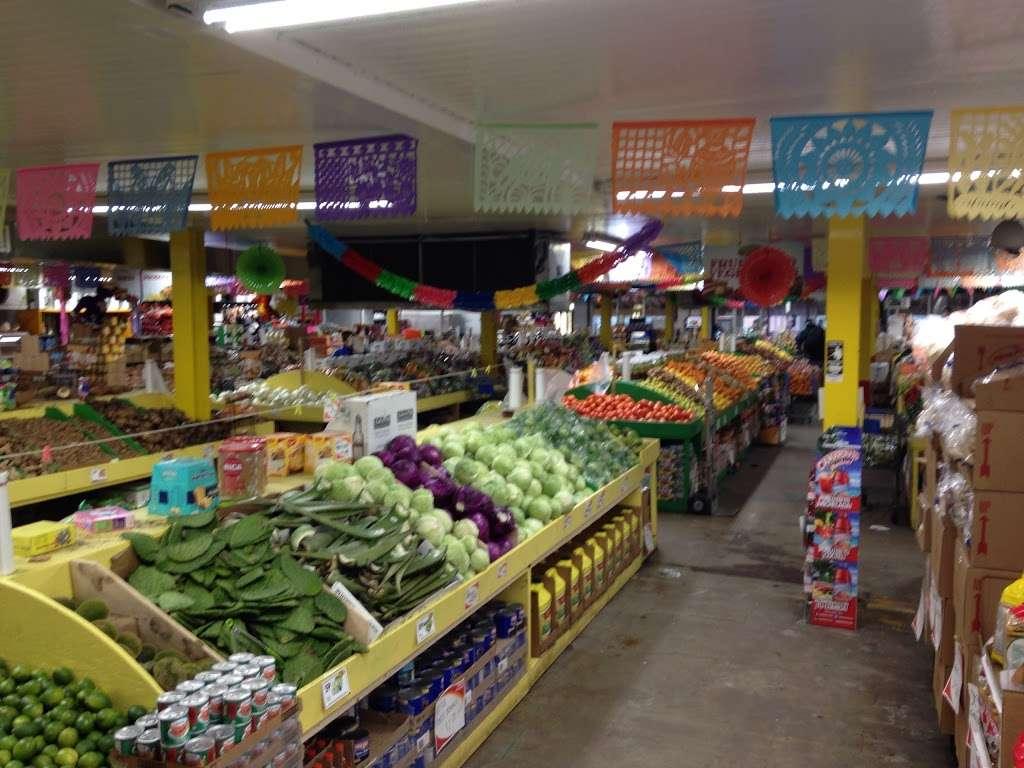 El Mercado De La Ocho - supermarket    Photo 1 of 10   Address: 100 8th St, Passaic, NJ 07055, USA   Phone: (973) 470-8737