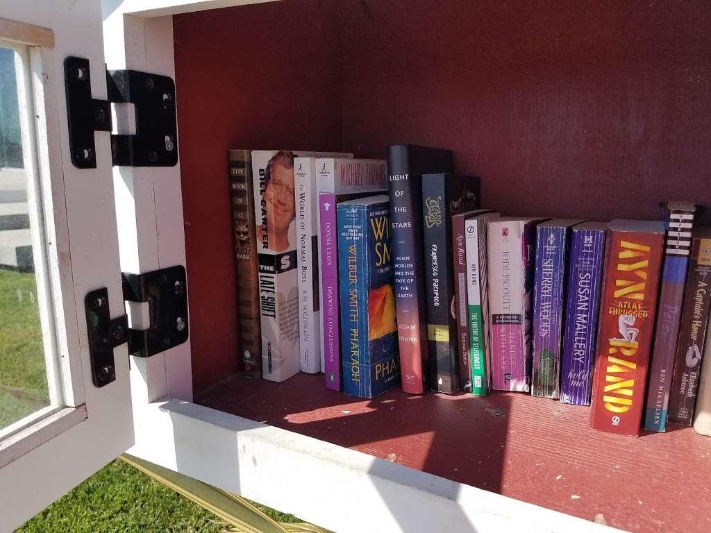 Little Free Library - library  | Photo 1 of 4 | Address: 2920 Ocean Blvd, Corona Del Mar, CA 92625, USA