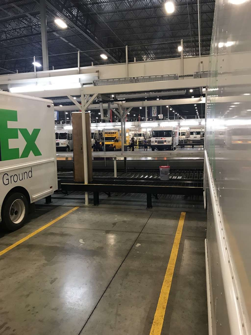 FedEx Ground - moving company  | Photo 3 of 10 | Address: 5000 North Ridge Trail, Davenport, FL 33897, USA | Phone: (800) 463-3339