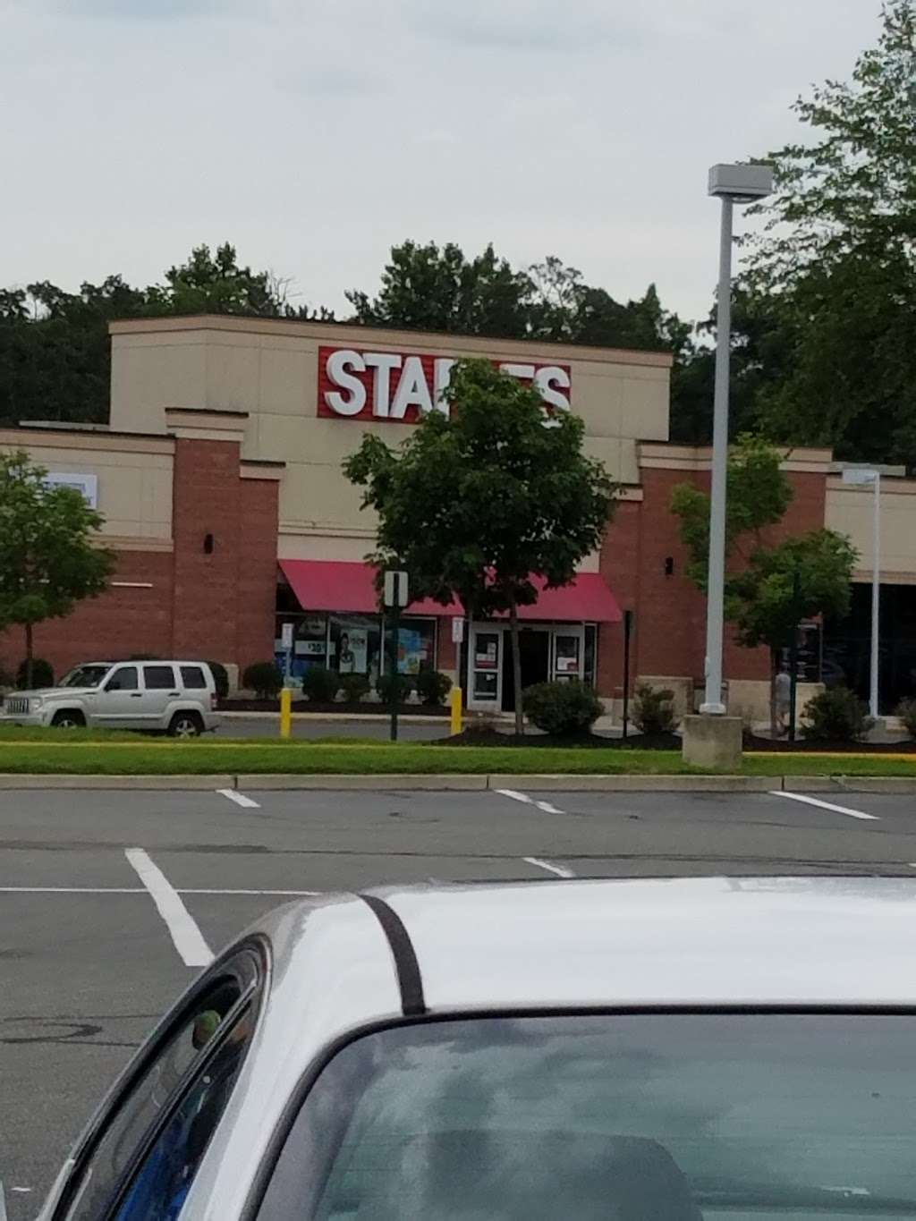 Staples - electronics store  | Photo 4 of 10 | Address: 1341 A Fairview Blvd, Delran, NJ 08075, USA | Phone: (856) 764-2923