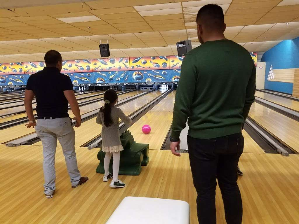 Hudson Lanes - bowling alley  | Photo 7 of 10 | Address: 1 Garfield Ave, Jersey City, NJ 07305, USA | Phone: (201) 432-5900