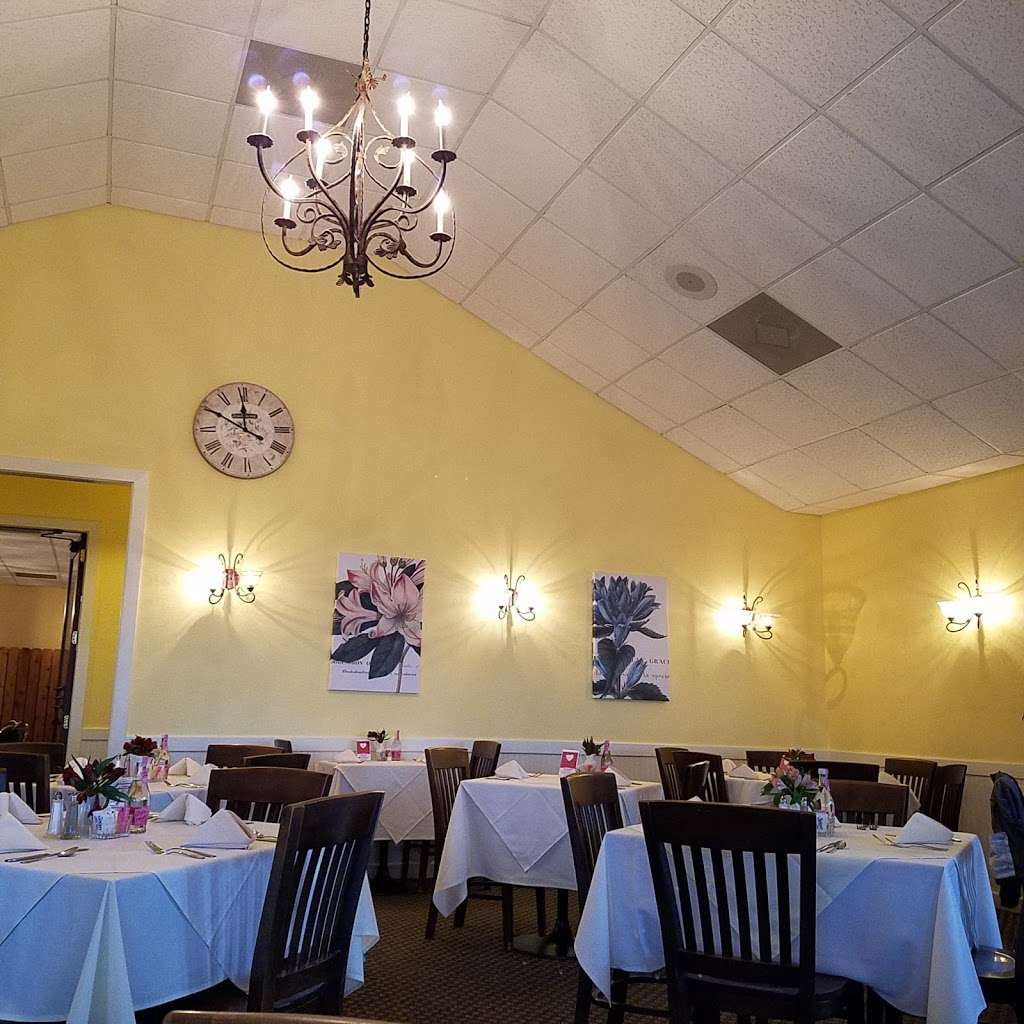 M Bloomers Cafe - cafe  | Photo 2 of 10 | Address: 8101 Hwy 6, Hwy 6, Navasota, TX 77868, USA | Phone: (936) 870-3277