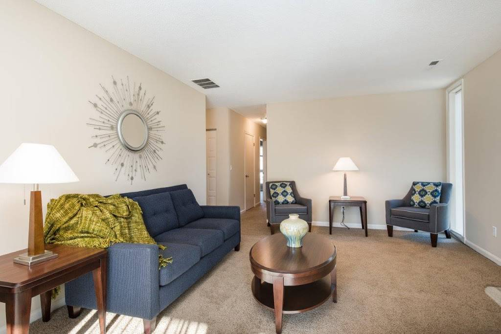 Regency Lakeside Apartment Homes - real estate agency  | Photo 8 of 10 | Address: 10506 Pacific St, Omaha, NE 68114, USA | Phone: (402) 382-9808
