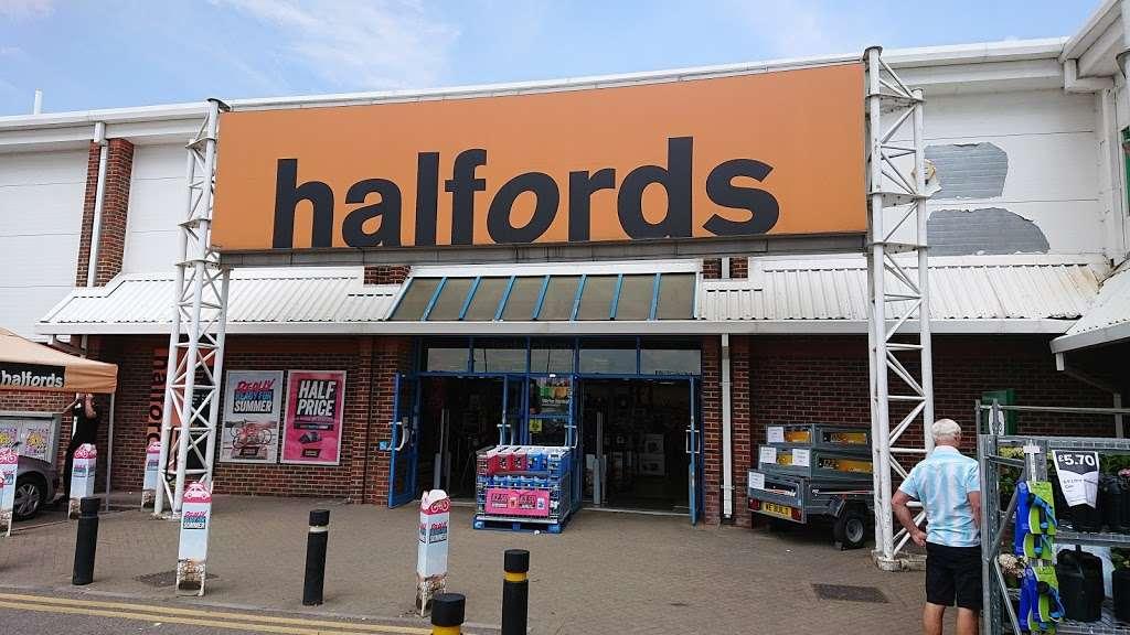 Halfords - bicycle store    Photo 2 of 9   Address: Sevenoaks Retail Park, Old Otford Rd, Sevenoaks TN14 5EW, UK   Phone: 01732 454148