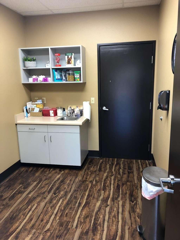 Desert Ark Veterinary Hospital - pharmacy  | Photo 4 of 10 | Address: 10865 W Indian School Rd, Avondale, AZ 85392, USA | Phone: (623) 877-1088