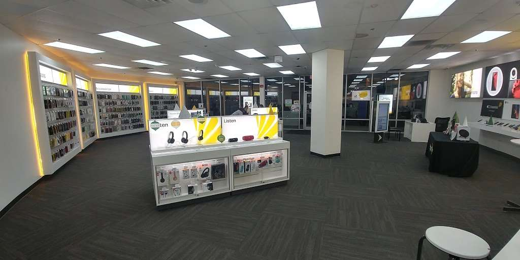 Sprint Store - electronics store  | Photo 4 of 10 | Address: 517 River Rd, Edgewater, NJ 07020, USA | Phone: (201) 654-0920