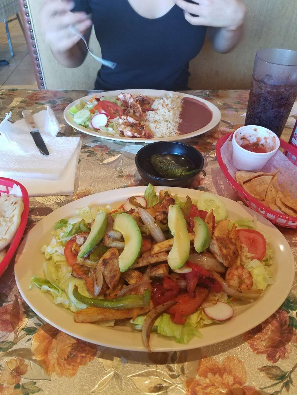 Little San Salvador Restaurant - restaurant  | Photo 7 of 10 | Address: 901 N Western Ave Suite #3, Los Angeles, CA 90029, USA | Phone: (323) 466-0565