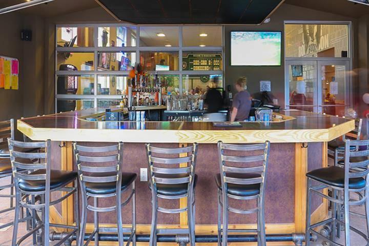 Headquarters Bar & Grill - restaurant  | Photo 5 of 10 | Address: 101 Concord Dr, Oregon, WI 53575, USA | Phone: (608) 291-0750