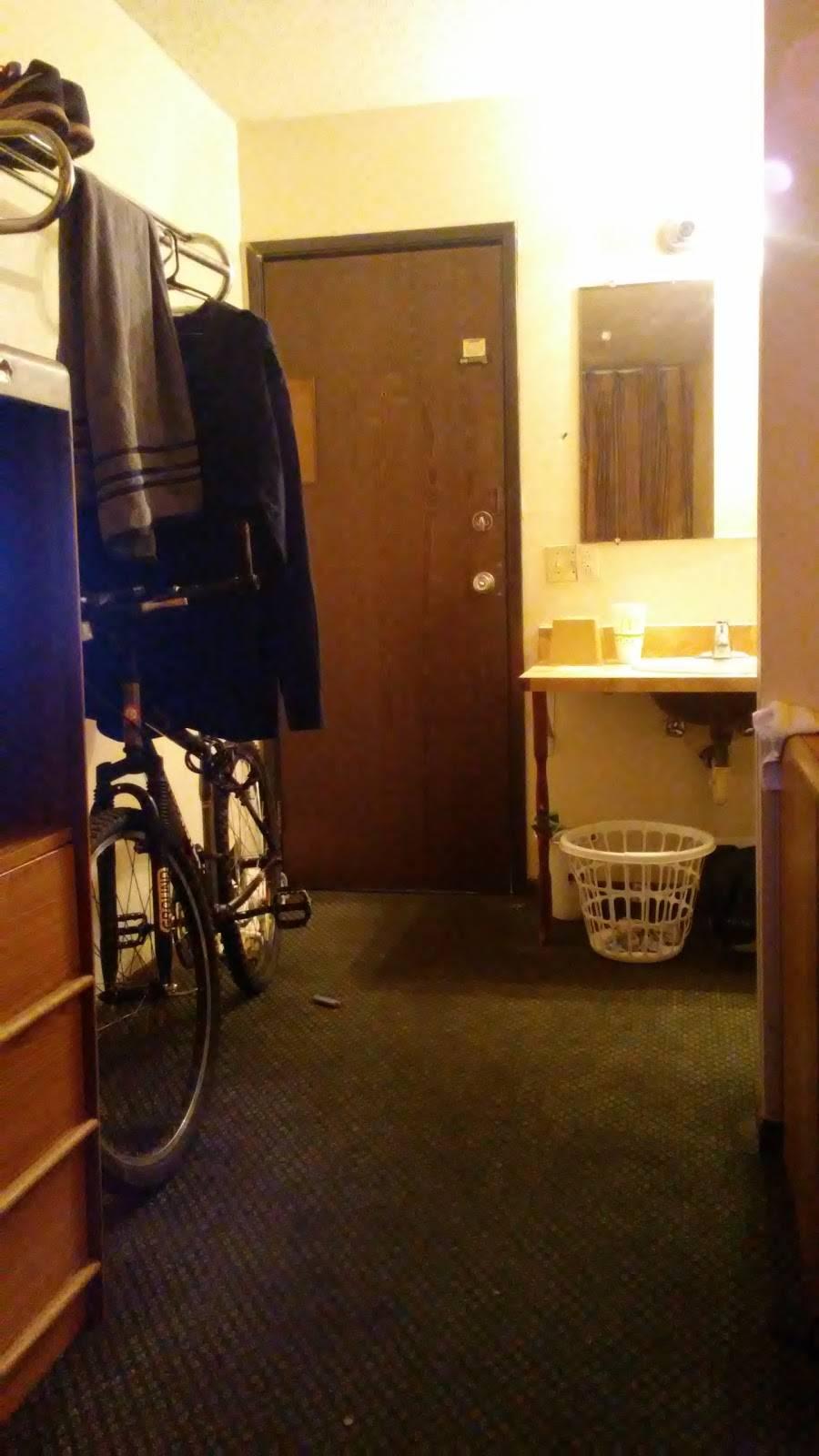 Regency Inn - lodging  | Photo 4 of 10 | Address: 6125 W Kellogg Dr, Wichita, KS 67209, USA | Phone: (316) 942-1341
