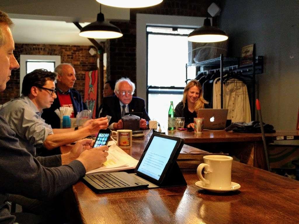 Vineapple Cafe - cafe  | Photo 7 of 10 | Address: 71 Pineapple St, Brooklyn, NY 11201, USA | Phone: (347) 799-1701