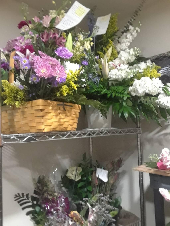 Flowers Unlimited - florist  | Photo 6 of 8 | Address: 5532 66th St N, St. Petersburg, FL 33709, USA | Phone: (727) 384-5900