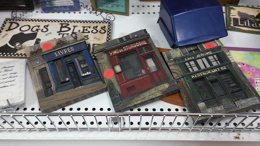 Society of St. Vincent de Paul - Chandler Thrift Store - book store  | Photo 10 of 10 | Address: 963 W Elliot Rd, Chandler, AZ 85225, USA | Phone: (480) 812-1156