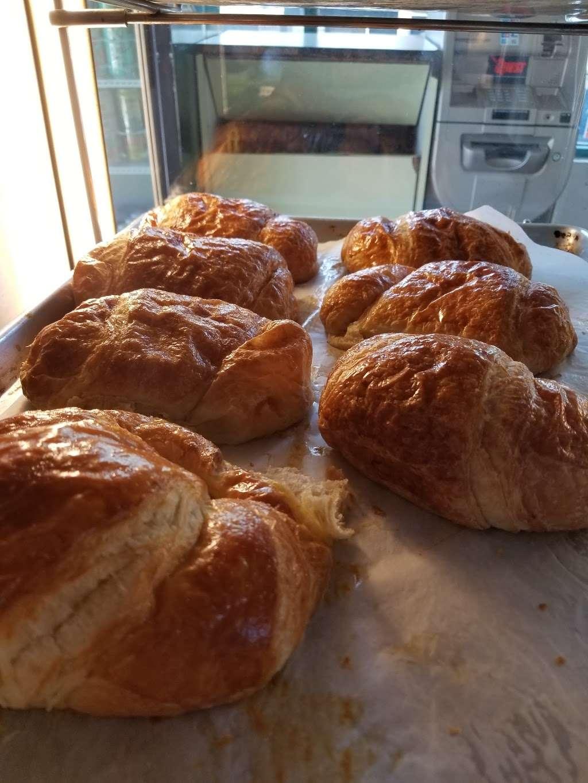 Masters Donuts - bakery  | Photo 2 of 10 | Address: 11637 Cherry Ave # 3, Fontana, CA 92337, USA | Phone: (909) 350-9544