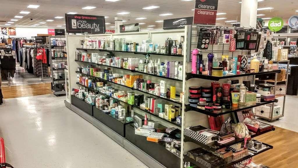 Kohls Secaucus - department store  | Photo 7 of 10 | Address: 3 Mill Creek Dr, Secaucus, NJ 07094, USA | Phone: (201) 553-9143