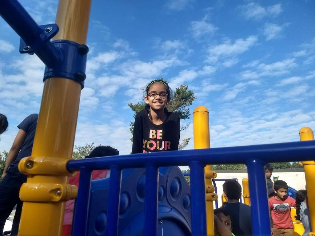 Woodbrook Elementary School - school  | Photo 4 of 7 | Address: 15 Robin Rd, Edison, NJ 08820, USA | Phone: (732) 452-2901