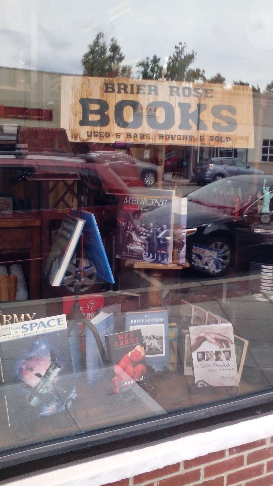 BRIER ROSE BOOKS - book store    Photo 6 of 7   Address: 450 Cedar Ln, Teaneck, NJ 07666, USA   Phone: (201) 836-5500