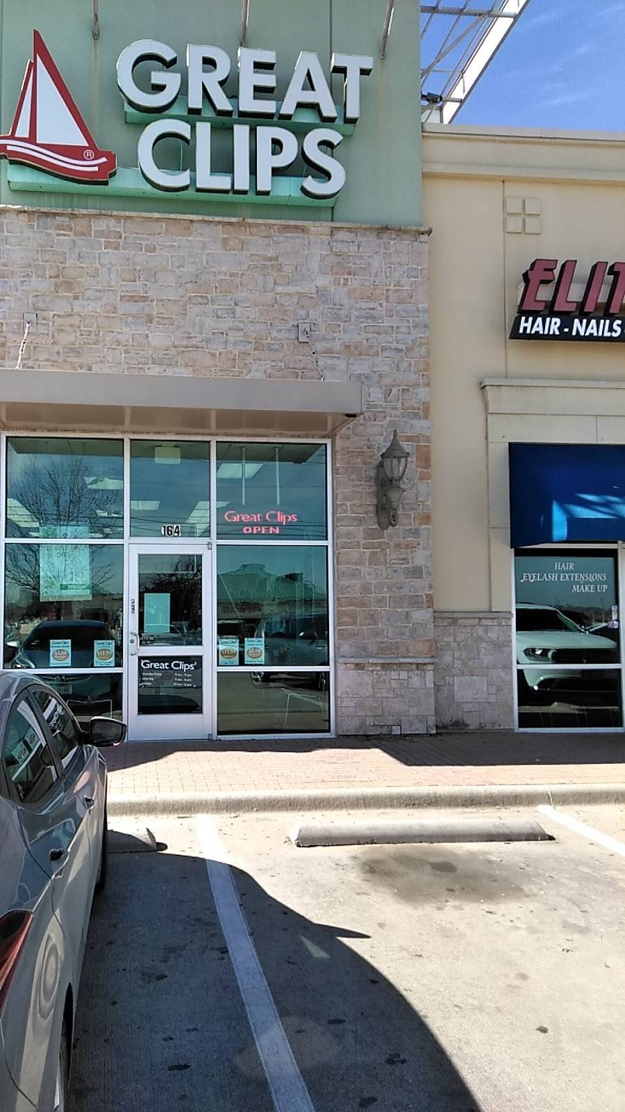 Great Clips - hair care  | Photo 2 of 8 | Address: 900 N Blue Mound Rd Ste 164, Saginaw, TX 76131, USA | Phone: (817) 847-7570