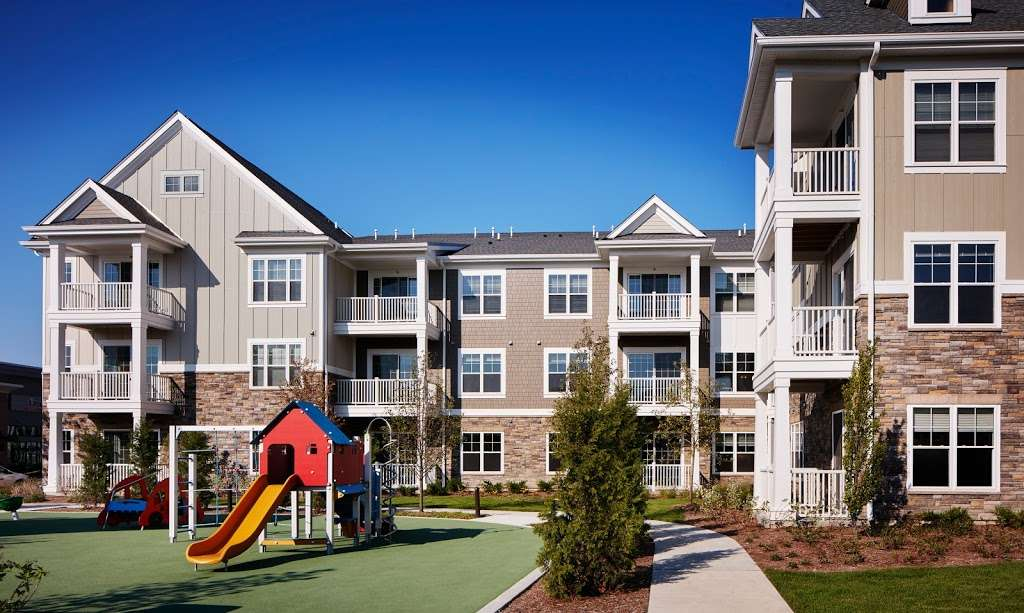 Reserve at Glenview Apartments - real estate agency  | Photo 7 of 10 | Address: 195 Waukegan Rd, Glenview, IL 60025, USA | Phone: (847) 724-0195