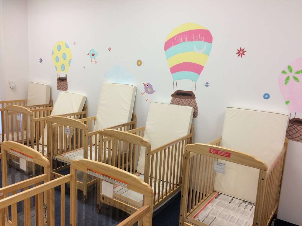 Apple Montessori Schools & Camps - Hoboken - school  | Photo 4 of 10 | Address: 1055 Maxwell Ln, Hoboken, NJ 07030, USA | Phone: (201) 963-4949