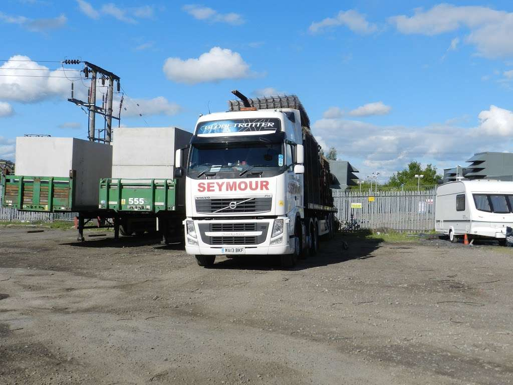 Seymour Transport Ltd - moving company  | Photo 2 of 10 | Address: Westmead, Aylesford, ME20, Larkfield ME20 6XJ, UK | Phone: 01622 790990