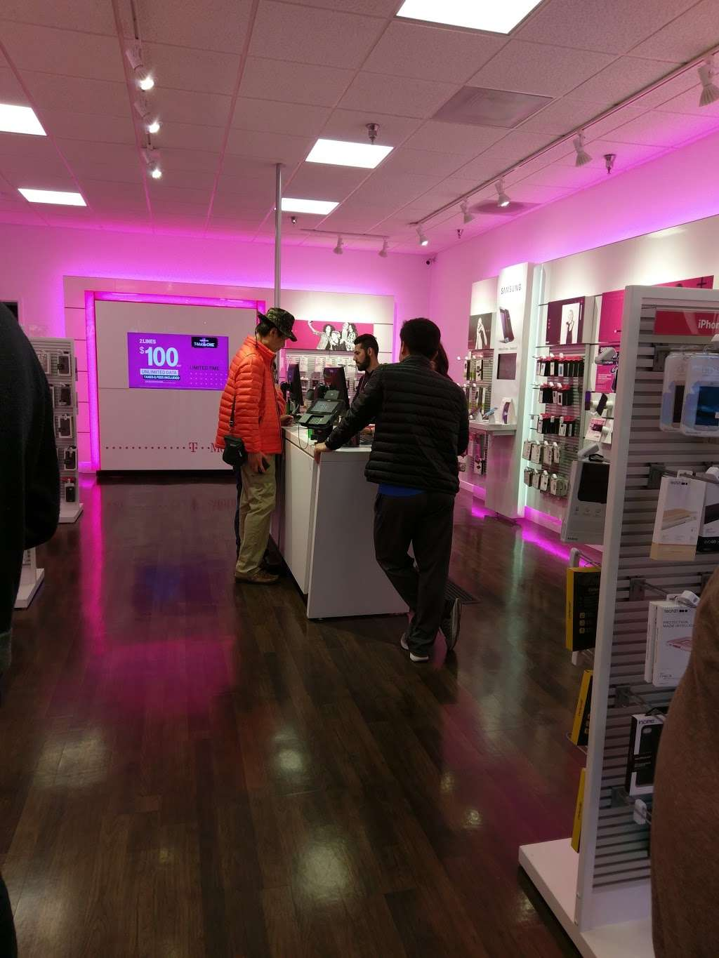 T-Mobile - electronics store  | Photo 1 of 5 | Address: 1370 El Paseo de Saratoga, San Jose, CA 95130, USA | Phone: (408) 379-1359