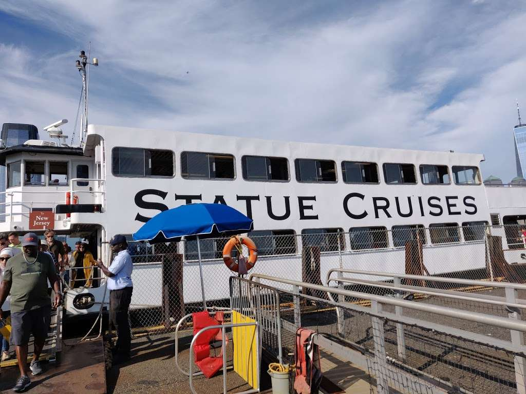 Statue Cruises - travel agency  | Photo 8 of 10 | Address: 1 Audrey Zapp Dr, Jersey City, NJ 07305, USA | Phone: (877) 523-9849