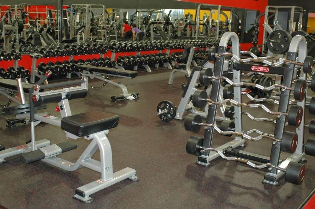 Golds Gym - gym  | Photo 4 of 10 | Address: 3040 FM 1960 #300, Houston, TX 77073, USA | Phone: (281) 645-2100