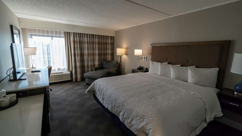 Hampton Inn Carlstadt-At The Meadowlands - lodging    Photo 5 of 10   Address: 304 Paterson Plank Rd, Carlstadt, NJ 07072, USA   Phone: (201) 935-9000