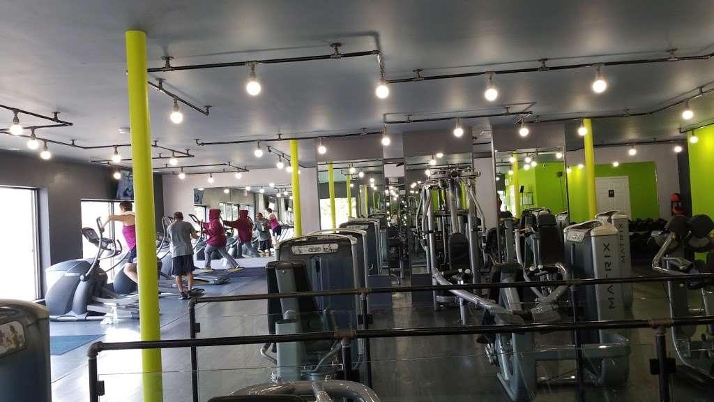 Harbor Fitness 24/7 - gym  | Photo 1 of 1 | Address: 1201 Sheridan Rd, Winthrop Harbor, IL 60096, USA | Phone: (630) 877-2201