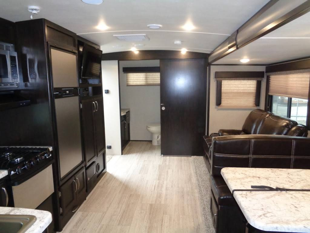 American Dream Vacations RV Sales & Rentals - car dealer  | Photo 9 of 10 | Address: 7310 E Ben White Blvd, Austin, TX 78741, USA | Phone: (512) 294-2634