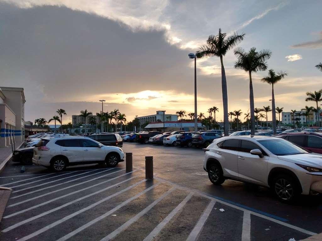 RK Causeway Plaza - shopping mall  | Photo 6 of 10 | Address: 12295 Biscayne Blvd, North Miami, FL 33181, USA | Phone: (305) 949-4110
