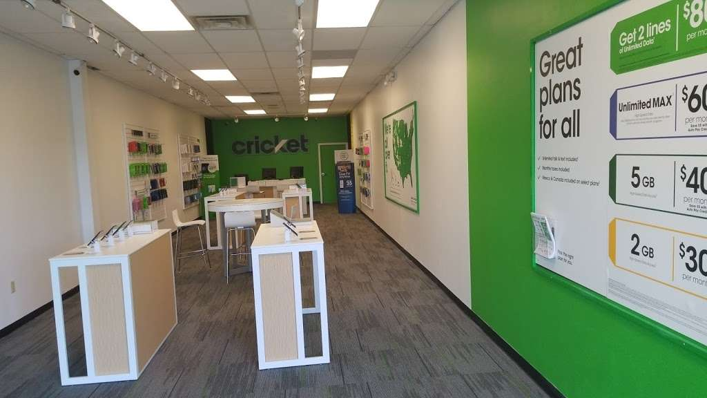 Cricket Wireless Authorized Retailer - store  | Photo 2 of 9 | Address: 8403 Michigan Rd ste d, Indianapolis, IN 46268, USA | Phone: (317) 493-5860