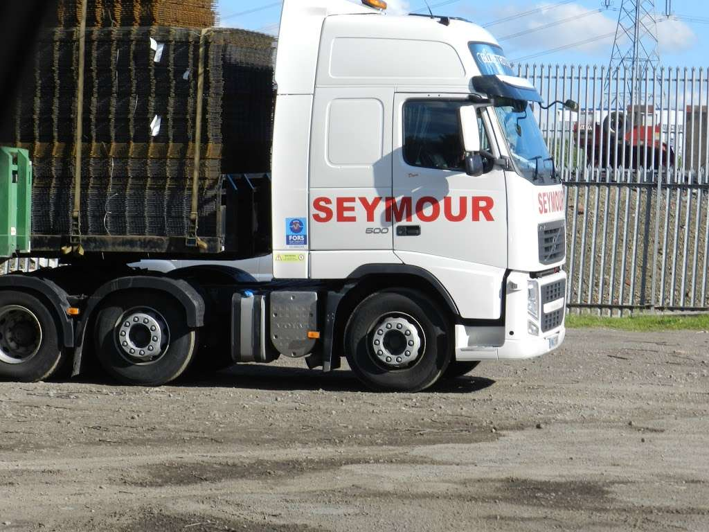 Seymour Transport Ltd - moving company  | Photo 8 of 10 | Address: Westmead, Aylesford, ME20, Larkfield ME20 6XJ, UK | Phone: 01622 790990